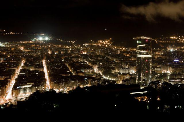 la torre que ilumina la ciudad