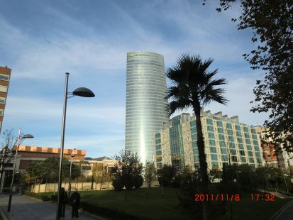 vista de la torre desde el parque