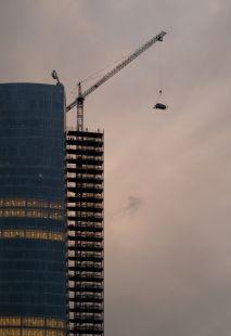 ...si te lleva el coche la grúa, búscalo encima de la Torre...