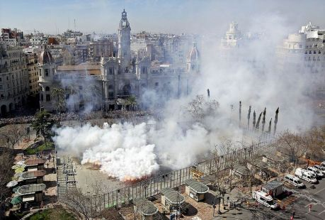 LA PRIMERA  MASCLETÁ  en Valencia, empieza el maravilloso olor a polvora