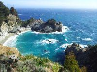 Big Sur, California con ballenas
