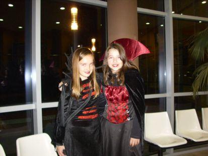 Maider y Elbire en halloween