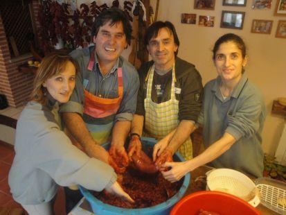 Haciendo Morcillas de arroz, como las de el pueblo, de los abuelos...,con los amigos de Somo