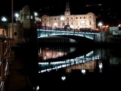 El puente y el Ayuntamiento