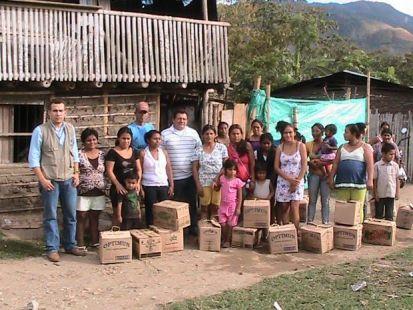 DONACION 20 MERCADOS A FAMILIAS VULNERABLES
